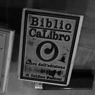 http://www.calibrofestival.com/wp-content/uploads/2018/03/biblio-320x320.jpg