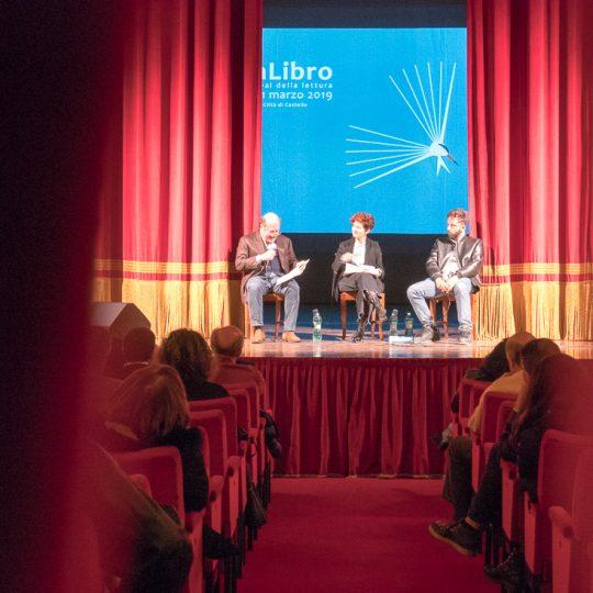 http://www.calibrofestival.com/wp-content/uploads/2020/01/28_04_Muse-Fratelli-e-Ritorni-540x540.jpg